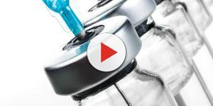 Video: Svenimento di un bambino dopo il vaccino, caos nell'ambulatorio