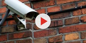 Pai descobre que espírito assombra sua filha pelas câmeras de segurança