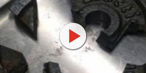 Video: Uomo arriva in pronto soccorso con il pene incastrato in un peso