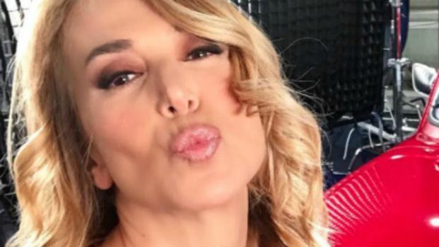 VIDEO: Barbara D'Urso spoglia il Ken umano: ecco la battuta osé di Rodrigo Alves