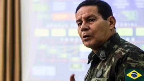 Um motivo deixa Brasil perto de nova intervenção militar, diz General Mourão