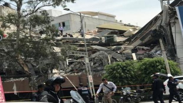 Morte e terror em terremoto no México. Vários edifícios foram destruídos