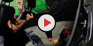 Assista: Criança é salva por policiais após ficar trancada em carro