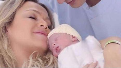 Eliana comemora uma semana do nascimento de Manuela com registro fofo; veja