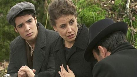 Il Segreto: Carmelo invita Adela a premere il grilletto