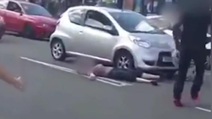 Video: Uomo stende aggressori a colpi di Kung-fu