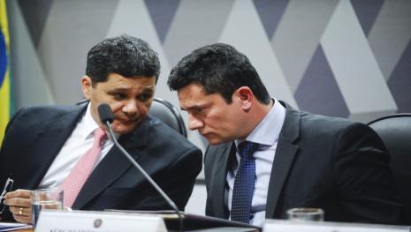 Moro fala em 'esquemas perturbadores' e dá aviso ao povo brasileiro