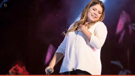 Marília Mendonça surpreende fãs durante show na Bahia