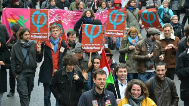 Jean-Luc Mélenchon manifeste et crée la polémique