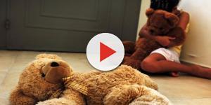Homem é filmado abusando de menina de 5 anos dentro de shopping