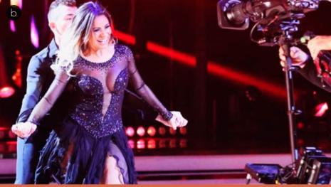 Xuxa revela bastidores do seu programa e constrange cantora ao vivo