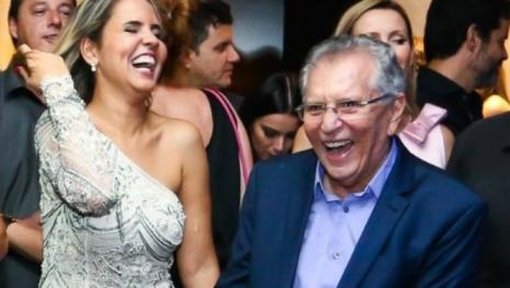 Carlos Alberto de Nóbrega namora mulher de 40 e afirma ser pegador