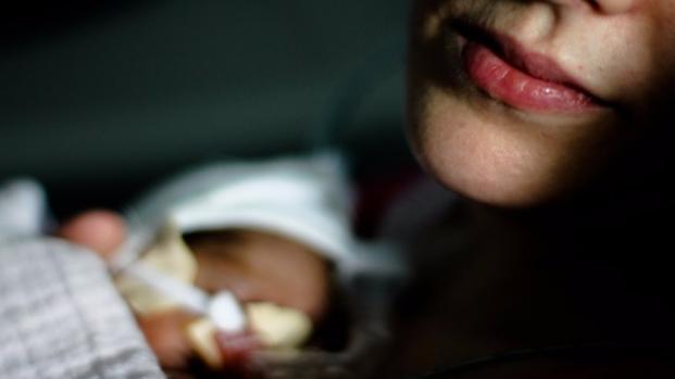 Mãe passa por 3 hospitais até conseguir atendimento para bebê de 1 mês