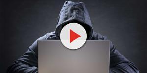 Hackers travam o computador e ordenam nudes para destravar