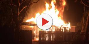 Para provocar namorado, jovem ateia fogo na própria casa com três filhos dentro
