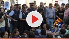 video: Catalogna, è scontro tra forze Mossos e polizia nazionale