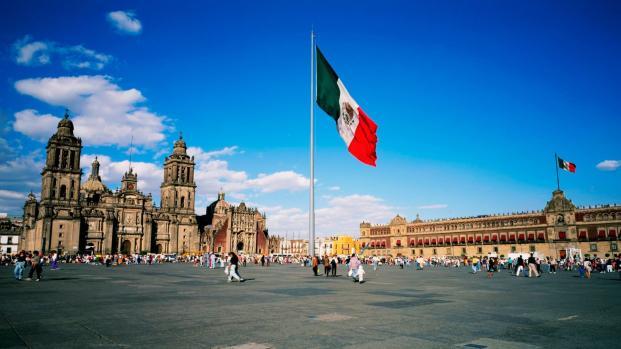 México también vive una reconstrucción interna