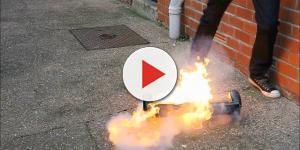 Mãe assusta ao colocar fogo em brinquedos do filho