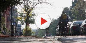 Holanda crea carriles para ciclistas hechos con papel higiénico reciclado