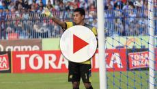 Após colisão dramática em jogo, goleiro morre na Indonésia