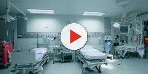 Idosa agoniza de dor enquanto enfermeiro se distrai no facebook