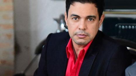 Assessoria de Zezé Di Camargo comenta estado de saúde do cantor e preocupa fãs.