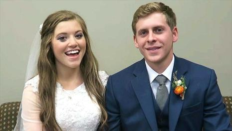 Joy-Anna Duggar fans get never before seen photos from her wedding