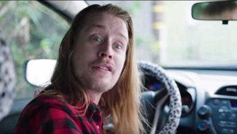 Macaulay Culkin surpreende com novo visua, após enfrentar problema com drogas