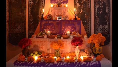 La ofrenda: Un ritual de olores, sabores, flores y adoraciones