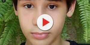 Pai de menino morto em Goiânia causa emoção durante o enterro