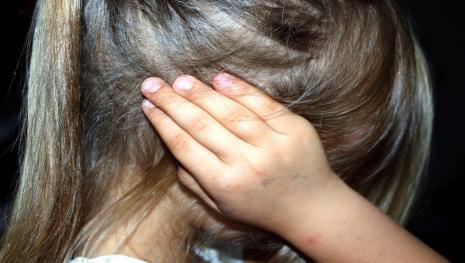 Niente carcere per il padre che violentò la figlia e la