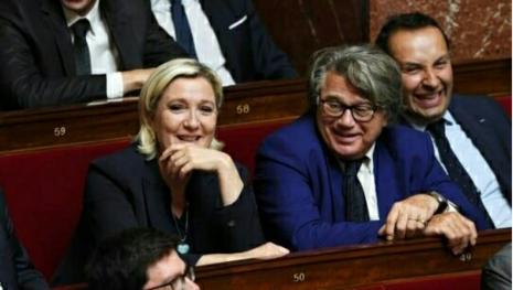 Marine Le Pen tente de se remettre en selle