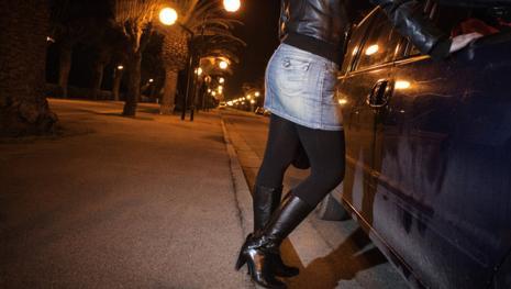 'Mi prostituisco per tirare avanti', la storia di Marcella