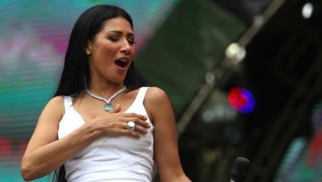 Simone canta sem irmã e motivo preocupa fãs que temem pela saúde da cantora.