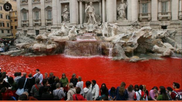 VIDEO: Roma: Cecchini colora di nuovo di rosso la Fontana di Trevi