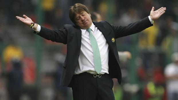 Herrera será sancionado por hacer señas obscenas a aficionados regios