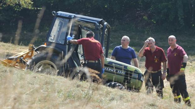 Calabria, 53 enne muore sul colpo sotto il trattore