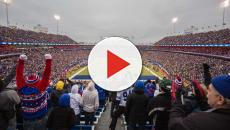 Streaker at Buffalo Bills game storms the field