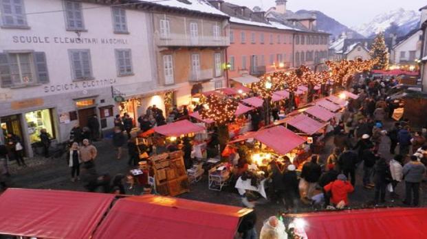 Festività: In Italia si attendono i mercatini di Natale