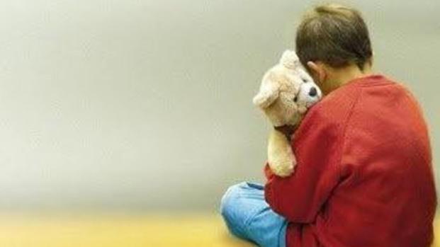 Trascina il figlio autistico al guinzaglio: il video diventa virale