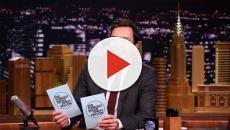 Jimmy Fallon retient ses larmes alors qu'il rend hommage à sa mère