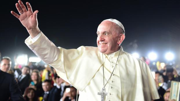 Assista: Papa Francisco ganha uma lamborghini de presente e decide doá-la