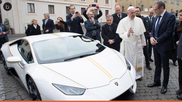 Vídeo: Papa Francisco dá mais uma lição de humildade