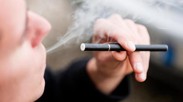 Sigarette elettroniche, tripla mazzata