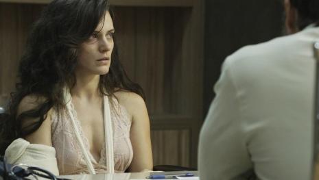 Assista: Clara pode sofrer uma grande mudança em