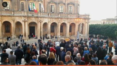 Noto si stringe in Cattedrale per l'ultimo saluto a Vincenzo Salemi