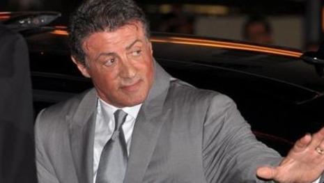 Assista: Sylvester Stallone é acusado de estupro junto de seu segurança