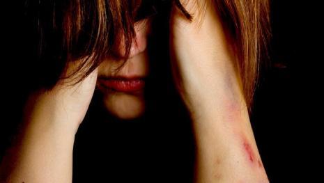 Como 3 homens ganharam a confiança de uma menina para a estuprarem