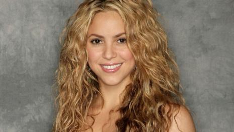 Mesmo com grave problema de saúde, Shakira vence importante prêmio de música