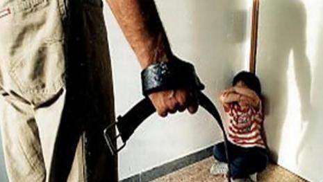 Torino, frustate ai figli con i cavi elettrici: in manette i genitori egiziani